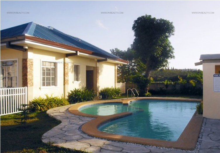 Crescent Knoll Residences - Swimming Pool
