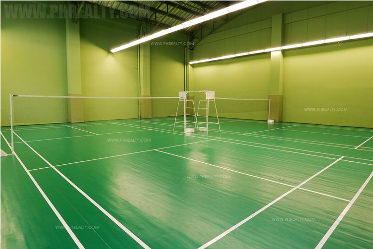 Fifth Avenue Place - Badminton Court