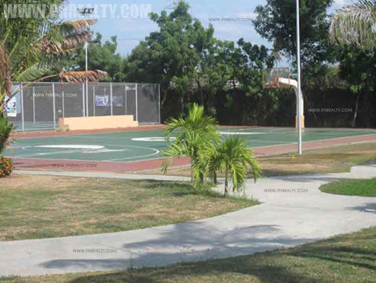 Villa Caceres - Basketball Court