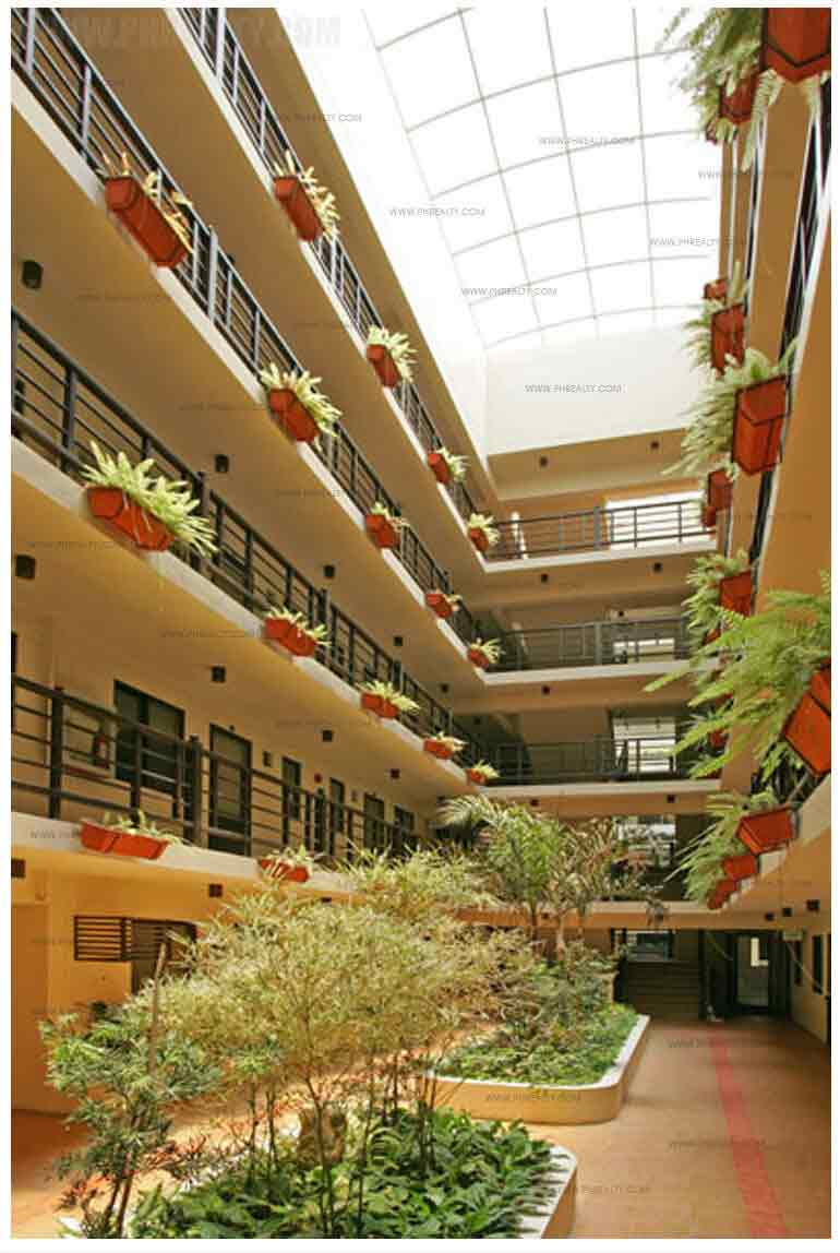 Royal Palm Residences - Single Loaded Corridor