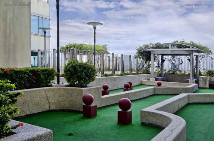 1322 Golden Empire Tower - Putting Green