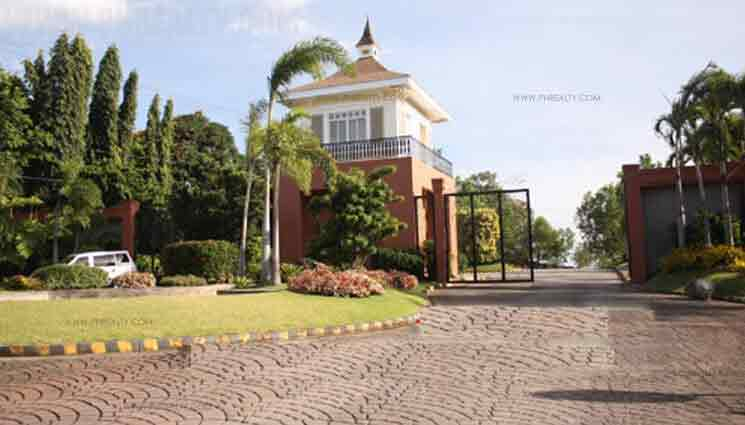 Villa Montserrat lll - Entrance Gate