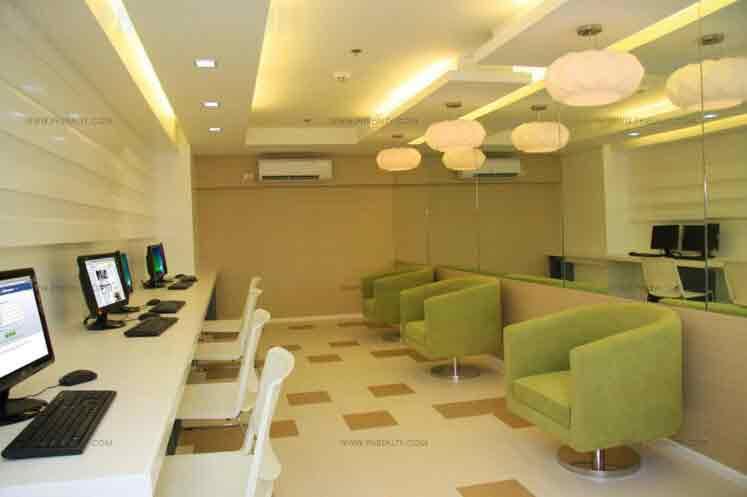 Solemare Parksuites - Internet Room
