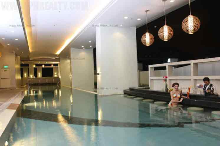 Mayfair Tower - Swimming Pool