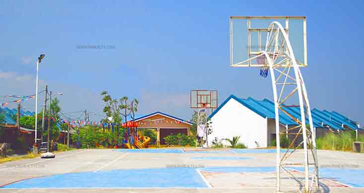 Hillsview Royale - Basketball Court