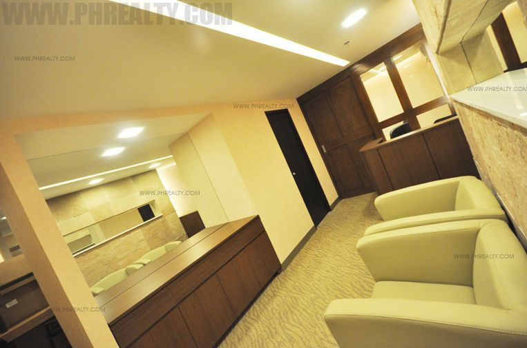 Antel Spa Suites - Business Center