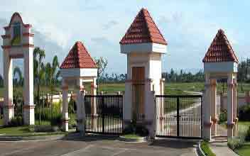 Calmar Bay Homes - Entrance Gate