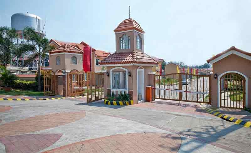 Residencia De Muzon - Entrance Gate