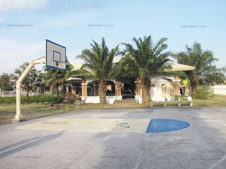 Brentwood Gardens - Basketball Court
