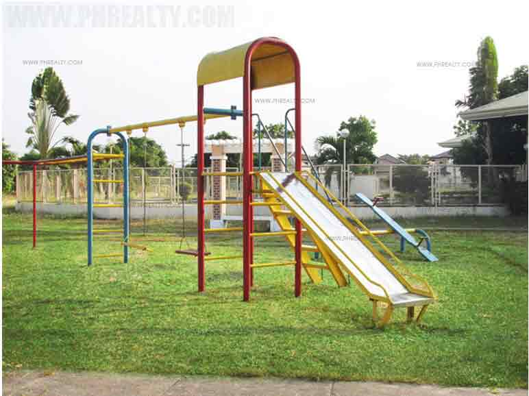 Brentwood Gardens - Childrens Playground