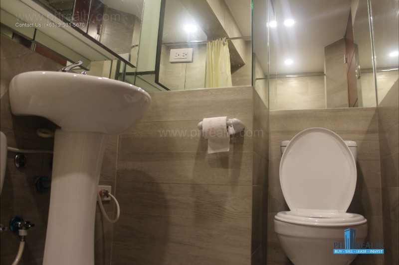 Gilmore Tower - Toilet