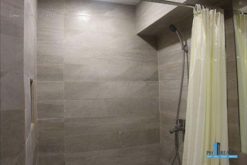 Gilmore Tower - Bathroom
