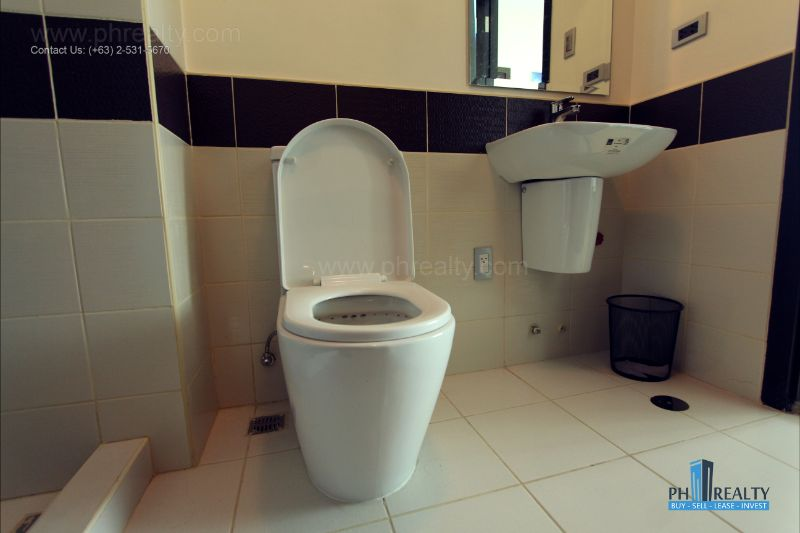 The Magnolia Residences  - Toilet