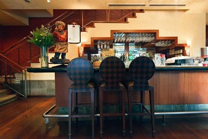 Amorsolo Square Makati - Restaurant