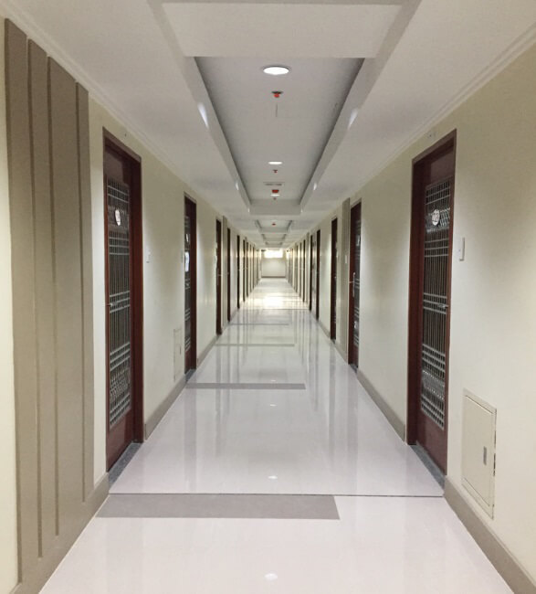 Espana Grand Residences - Hallway