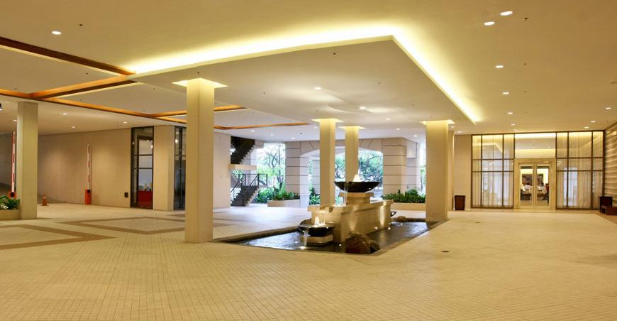 Joya Lofts and Towers - Lobby