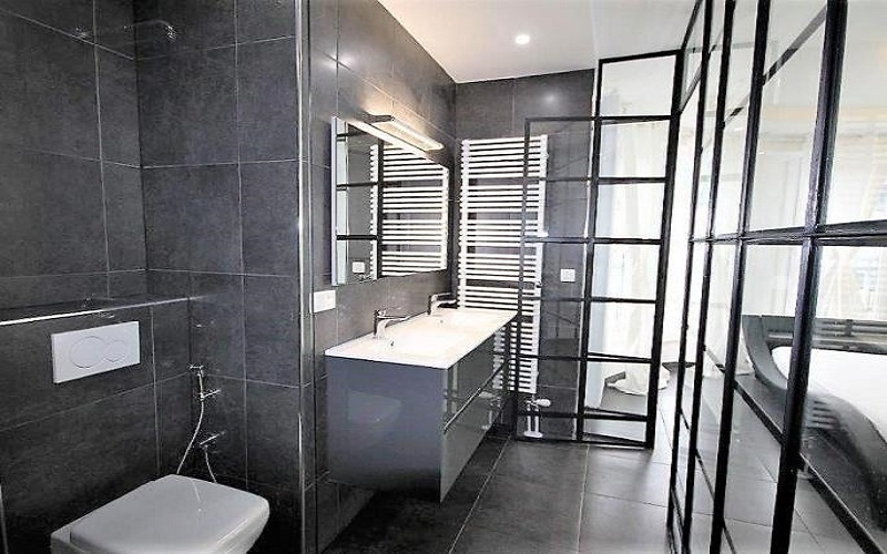 Bright City Center Condominium - Bathroom & Toilet