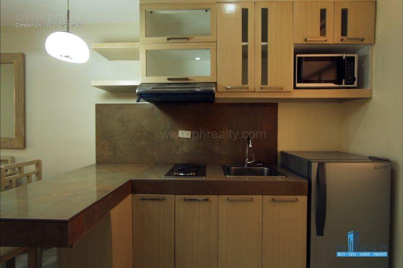 Bright City Center Condominium - Kitchen
