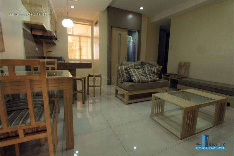 Bright City Center Condominium - Living and Dining Area