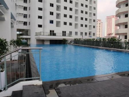 The Columns Legazpi Village - Swimming Pool