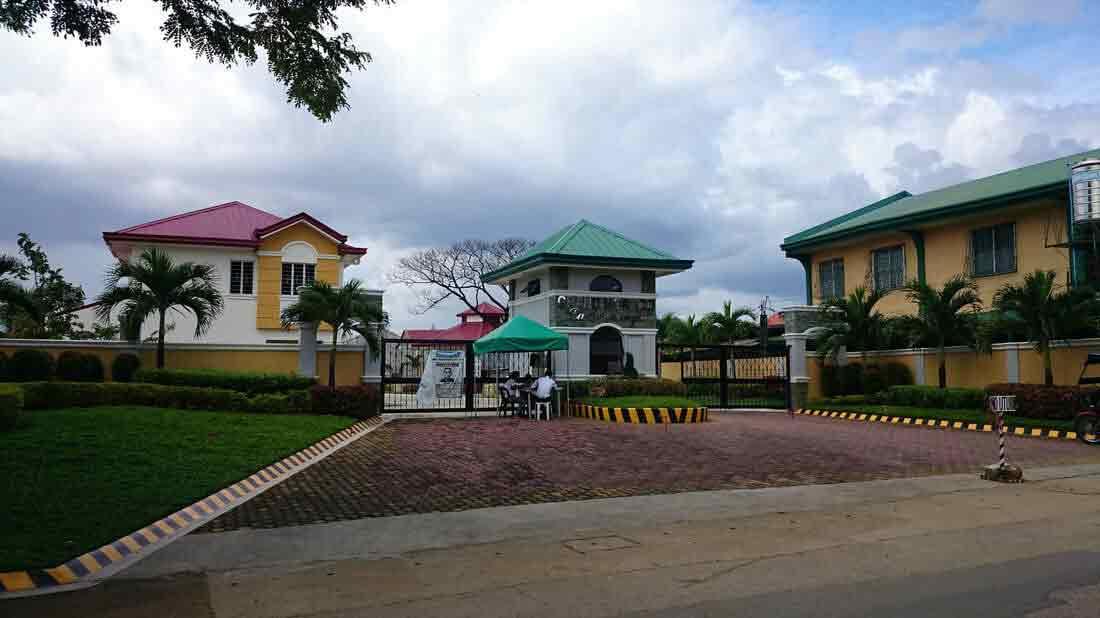 La Esperanza - Entrance Gate
