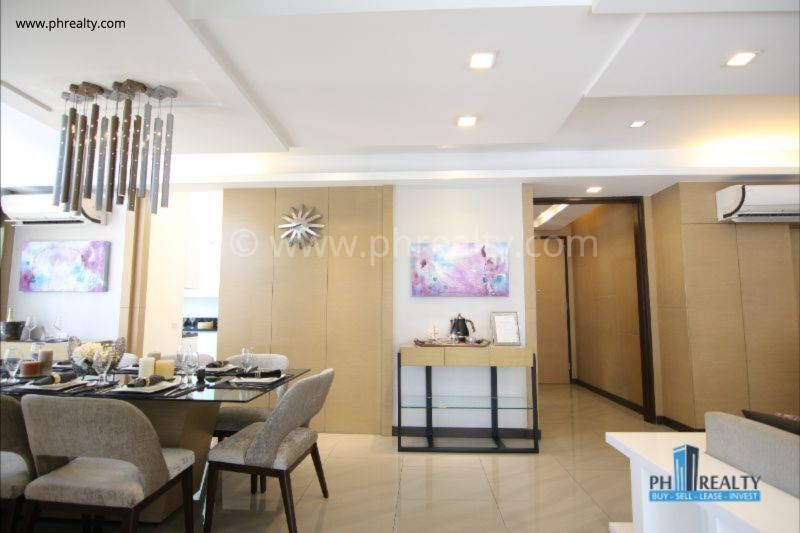 The Royalton - Living and Dining Area