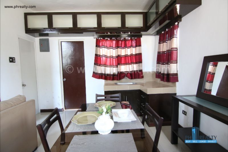 The Villas - Kitchen and Dining Area