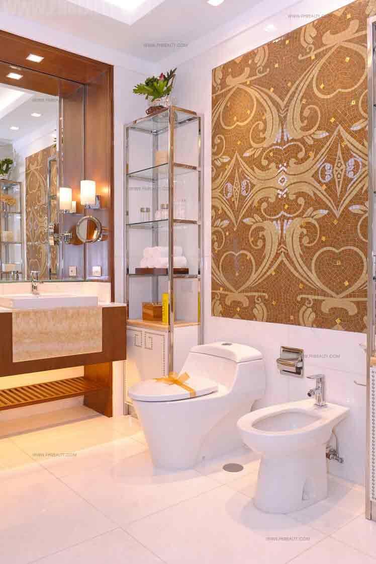 St. Francis Shangri La Place - Bathroom
