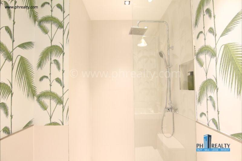Maven Capitol Commons - Bathroom