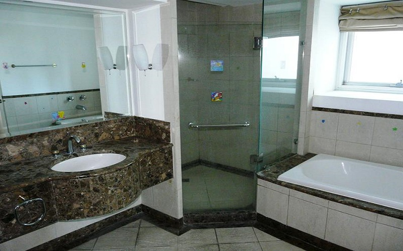 Pacific Plaza Condominium - Bathroom & Toilet