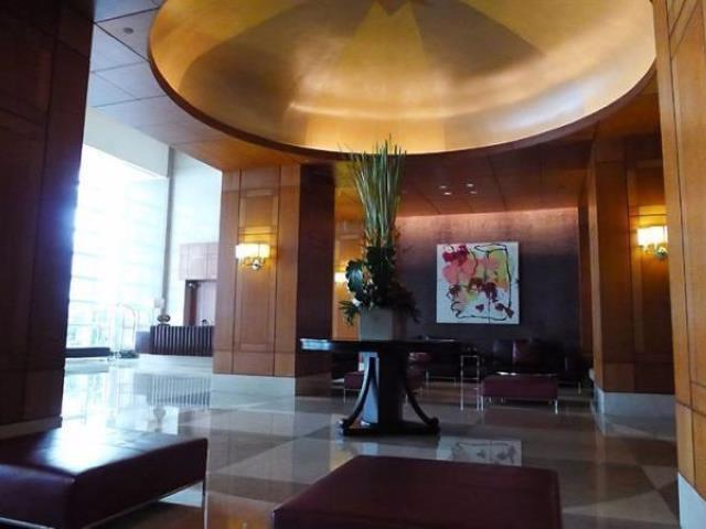 One Roxas Triangle - Lobby Area
