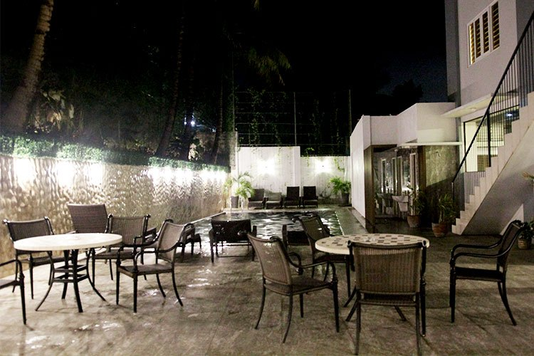 Azon Residences - Poolside Dining
