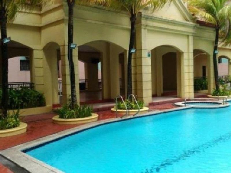BLOQ Residences - Swimming Pool