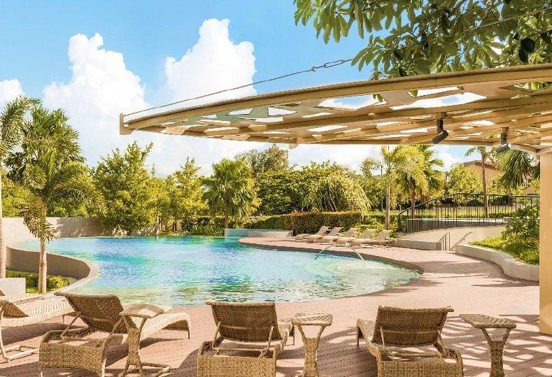 Botanika Nature Residences - Swimming Pool
