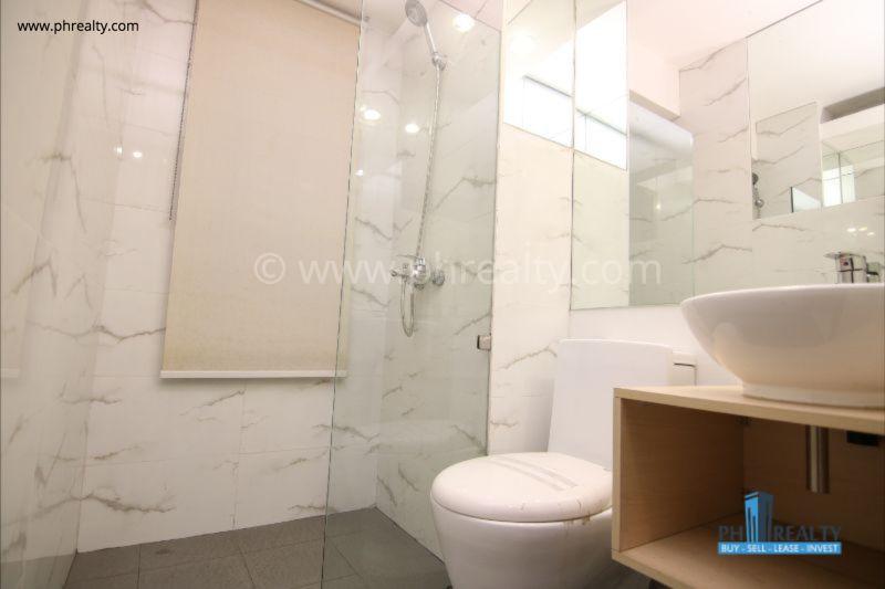 Sunshine 100 City Plaza Pioneer - 1 BR Unit - Bathroom